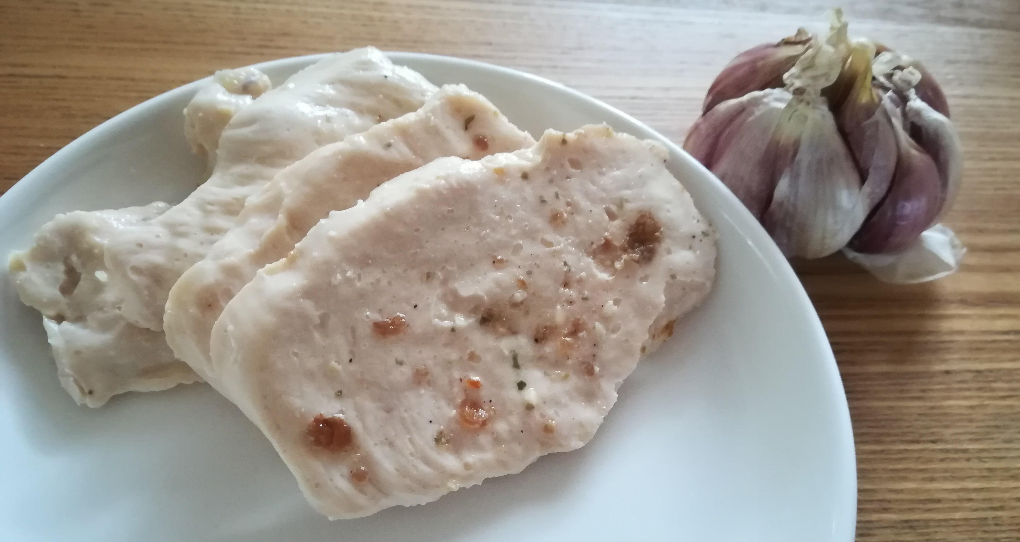 ガーリック味サラダチキン